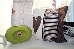 - patchwork obliečka srdiečko - čokoládové  40x40 cm - 3506324
