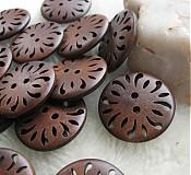 Galantéria - Vyrezávané drevené gombíčky 3cm - 3524212