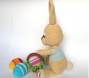 Návody a literatúra - Háčkovaný zajačik s kraslicami a košíčkom - návod - 3542910