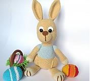 Návody a literatúra - Háčkovaný zajačik s kraslicami a košíčkom - návod - 3542913