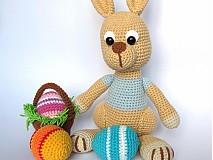 Návody a literatúra - Háčkovaný zajačik s kraslicami a košíčkom - návod - 3542982