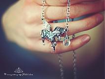 Náhrdelníky - náhrdelník paegas z oceli a s křišťálem - 3545969