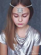 Ozdoby do vlasov - perlová čelenka se štrasem - 3568278