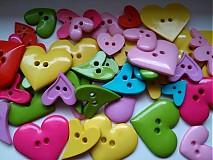 Srdiečkové plastové gombíčky - mix 20ks