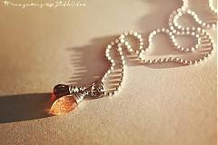 Náhrdelníky - ocelový náhrdelník s granátem a slunečním kamenem - 3632049
