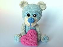 - Háčkovaný zaľúbený medvedík - návod - 3644195