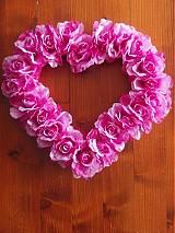 Dekorácie - Srdiečko z ružičiek na dvere a auto - 3656900