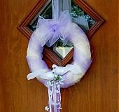 Dekorácie - Venček s holúbkami fialkový - 578110