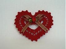 Dekorácie - Červené háčkované srdiečko - 840181