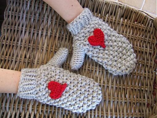 trošku LÁSKY na rukách (rukavice so srdieckami + čiapka s brmbolcom)