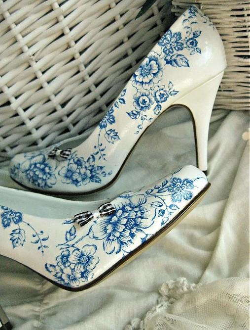 Rozkvitli v modrom topánky
