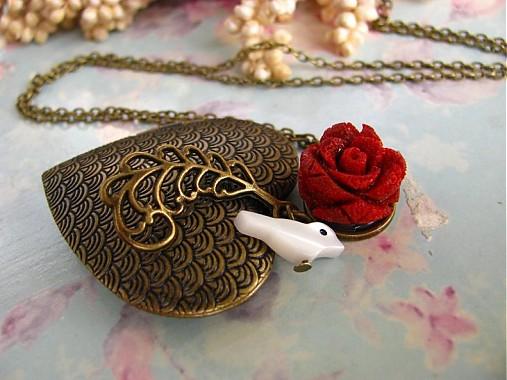267417070 Slavík a růže - náhrdelník / Limi - SAShE.sk - Handmade Náhrdelníky