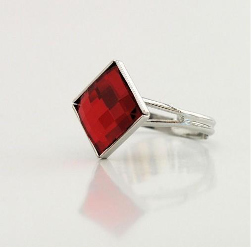 Swarovski prsteň Light Siam 10 mm rhodiované   kacenkag - SAShE.sk ... a8ff86ff1f5