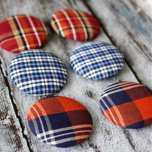 VÝPREDAJ!!! Žiarivo kárované buttony 38 mm