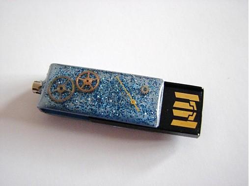 Prívesok na kľúče USB - sv. modrý   Resinka - SAShE.sk - Handmade Na ... 2d2c0e91b4a