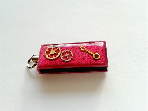 Prívesok na kľúče USB - ružový   Resinka - SAShE.sk - Handmade Kľúčenky 403c2331cc6
