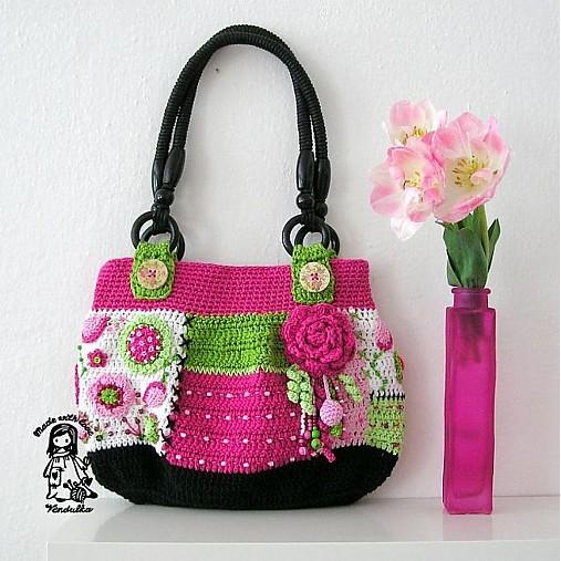 19faa89761 Květinová láska - háčkovaná kabelka