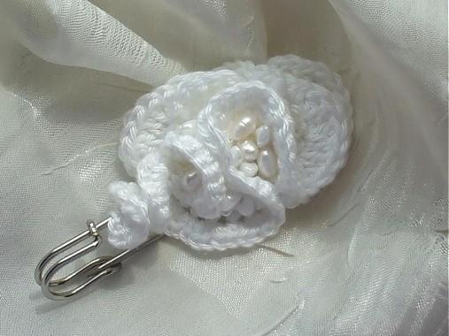 2adc712fde9 white- spona brošňa   Bastet - SAShE.sk - Handmade Odznaky Brošne