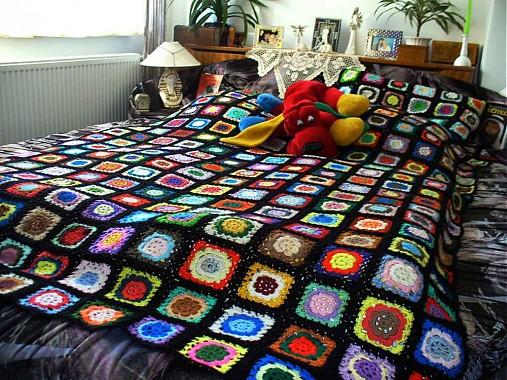 Kucsi-kucsi plachta - prehoz na posteľ