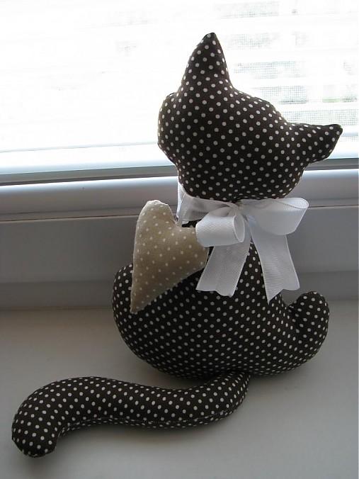 tmavo hnedá mačička