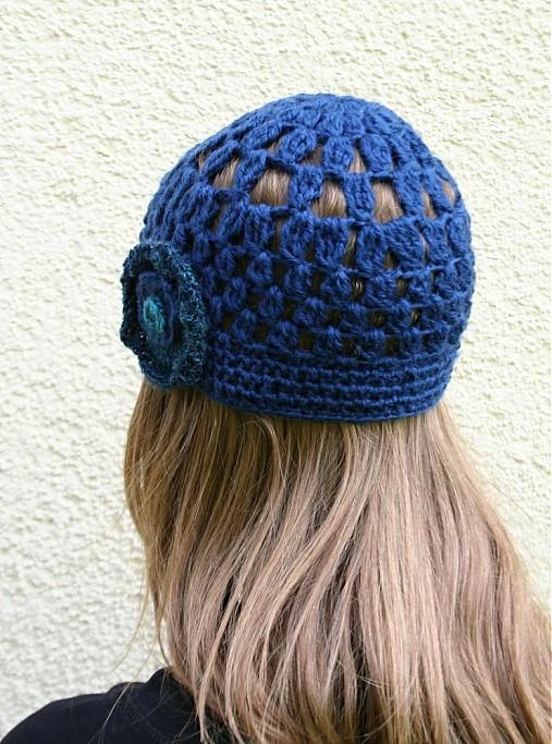 72bdd066bca Modrá háčkovaná čepice s květem ze 100% vlny   pletena-tvorba ...