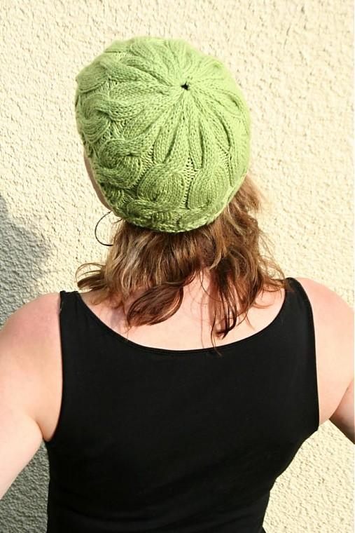 3cb307b3b03 Zelená pletená čepice čiapka s copy   pletena-tvorba - SAShE.sk ...