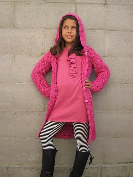 Háčkovaný sveter s kapucňou