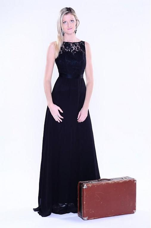 76026eac282c Spoločenské šaty s krajkou a holým chrbátom   Dyona - SAShE.sk ...