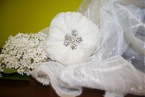Svadobny kvet do vlasov