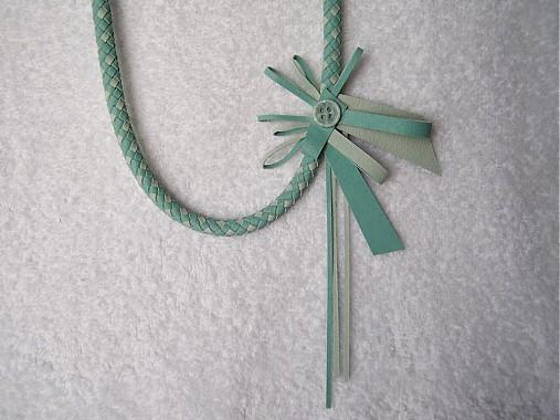 Náhrdelníky - Náhrdelník kožený, ľadový kvet - 3574795