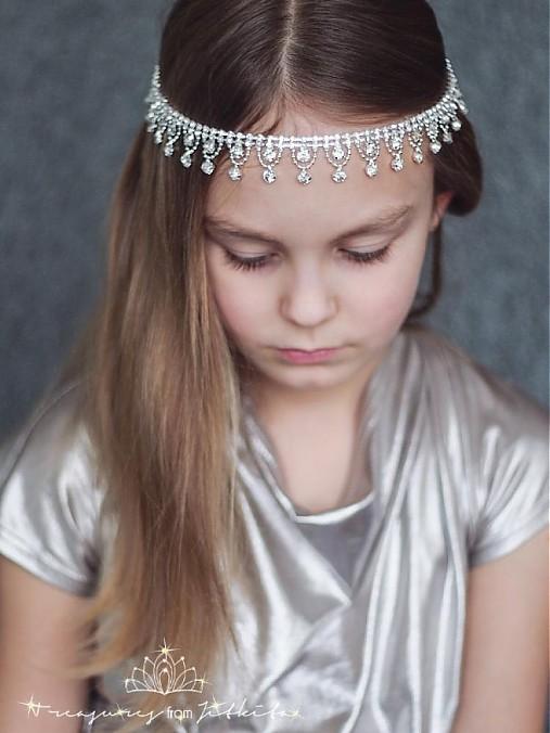 štrasová čelenka či náhrdelník