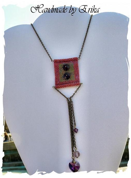 Buttons on a shirt - náhrdelník