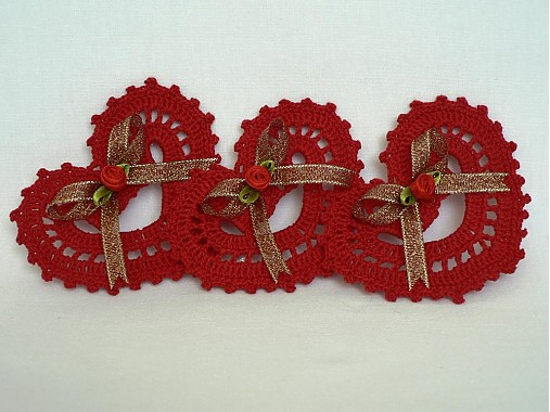 Červené háčkované srdiečko