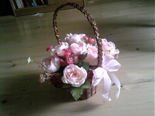 Košik s kvetmi