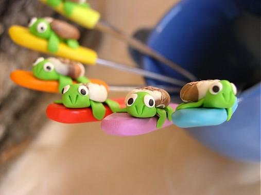 Pestrofarebné lyžičky s korytnačkou