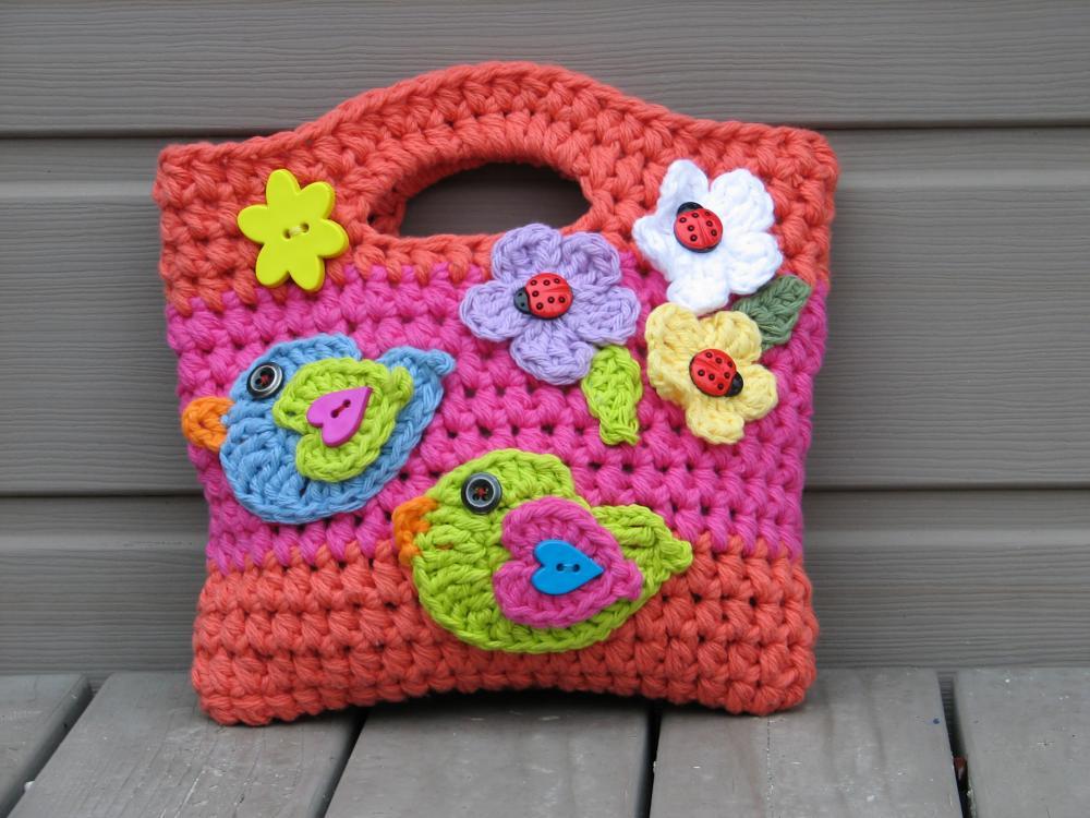 Вязаная сумочка для девочки. . Вязаные сумочки фото Все о рукоделии: схемы, мастер классы