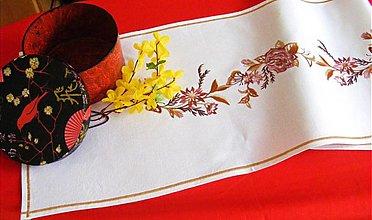 Úžitkový textil - vyšívaná štóla -motýle a kvety - 1245851
