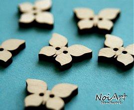 Materiál ručne robený - Drevený gombíček motýlik 2 cm - 1285351