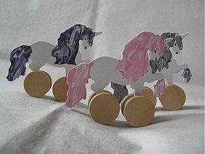 Hračky - Jednorožec na kolieskach - drevená hračka pro deti - 1352183