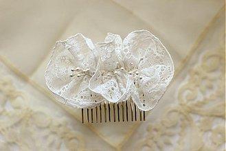 Ozdoby do vlasov - Hrebienok s vintage kvetmi – biely - 1443489