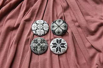 Odznaky/Brošne - ručne vyšívaná brošnička FOLKLÓR 2 - 1462481