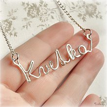 Náhrdelníky - Náhrdelník s menom z postriebreného drôtu: 6-8 písmen (Kvetka) - 1480457
