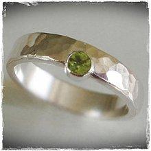 Prstene - strieborná tepaná obrúčka - prsteň s peridotom - 155672