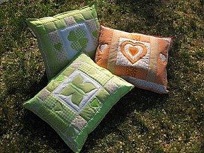 Úžitkový textil - tri vankúše v tráve... :-) - 1587882
