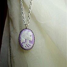 Náhrdelníky - Lady skeleton cameo - violet - 1633533