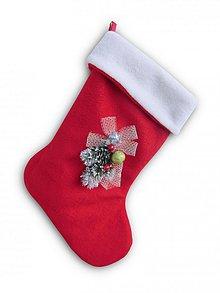 Dekorácie - Vianoce/Mikuláš - červená fleecová čižmička s dekoráciou, podšívaná a s uškom na zavesenie - 1640543