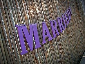 Tabuľky - JUST MARRIED girlanda fialová - 1666584
