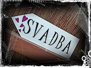 Tabuľky - šípka SVADBA s malinovými srdiečkami - 1678798
