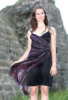 Šaty - Koktejlové hedvábné šaty - 1741988