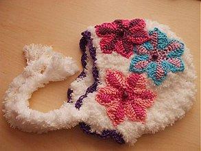 Detské čiapky - Huňatá s dvojfarebnými kvietkami - 1798563